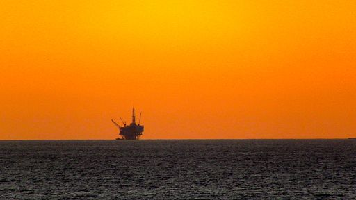 512px-Off_Shore_Drilling_Rig,_Santa_Barbara,_CA,_6_December,_2011
